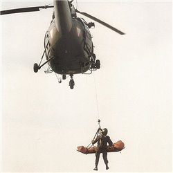 Многофункциональные спасательные носилки для вертолета